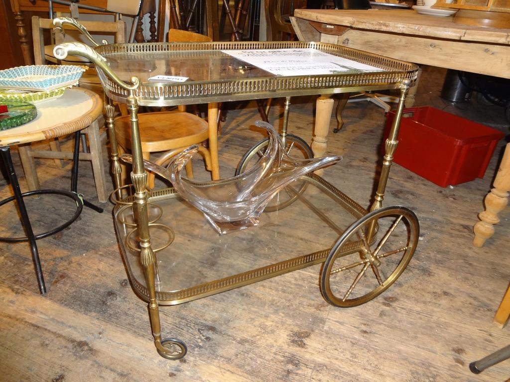 фото сервировочный стол на колесах антикварная старинная